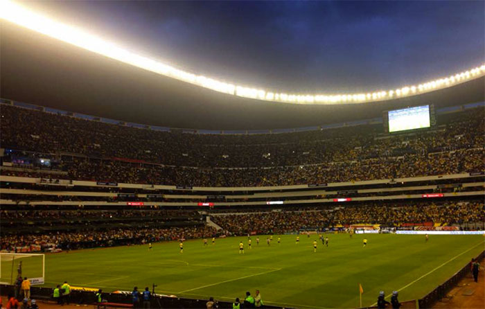 Fue mucho estadio y magnífica afición para tan  poco fútbol.